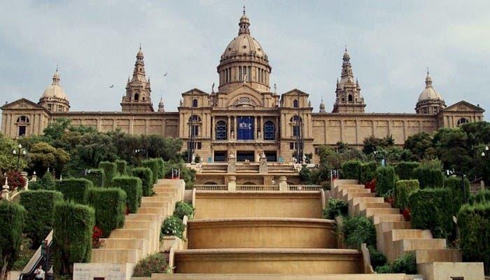 Vista general de la entrada del Museo de Arte Nacional de Cataluña
