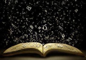 Letras sobrevolando un libro