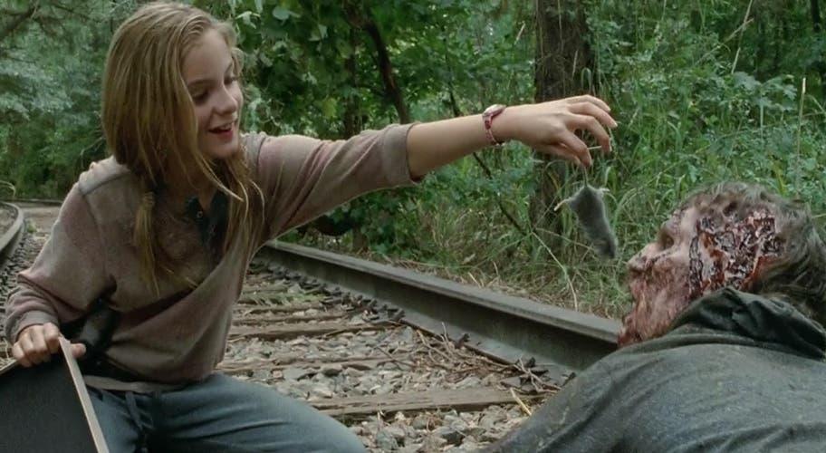 Lizzie dando de comer a un zombi