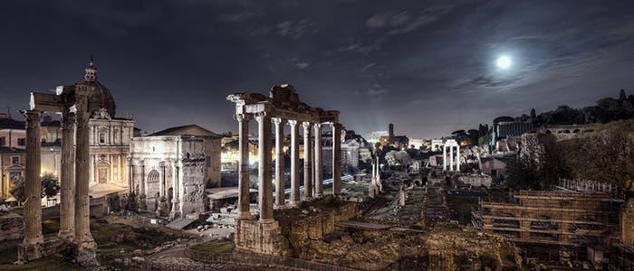 Ruinas de Roma, por la noche