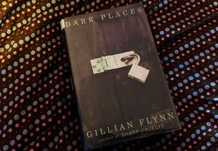 Portada libro Dark places