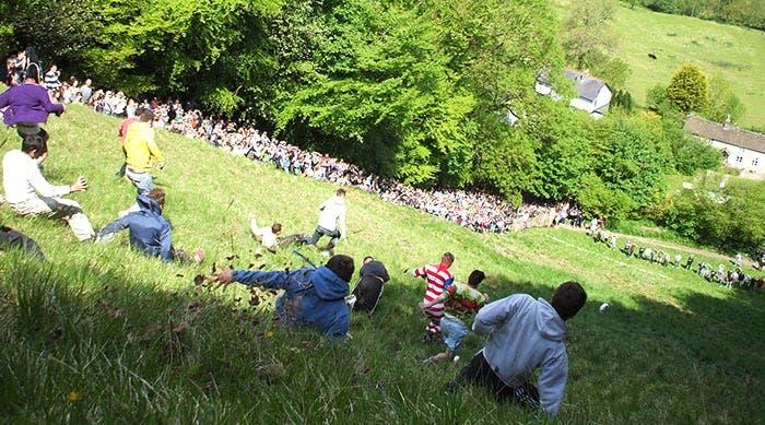 Gente corriendo un valle