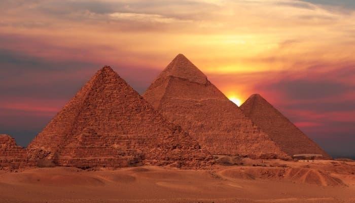 Imagen de las Pirámides de Keops, Kefren y Micerinos en Egipto.