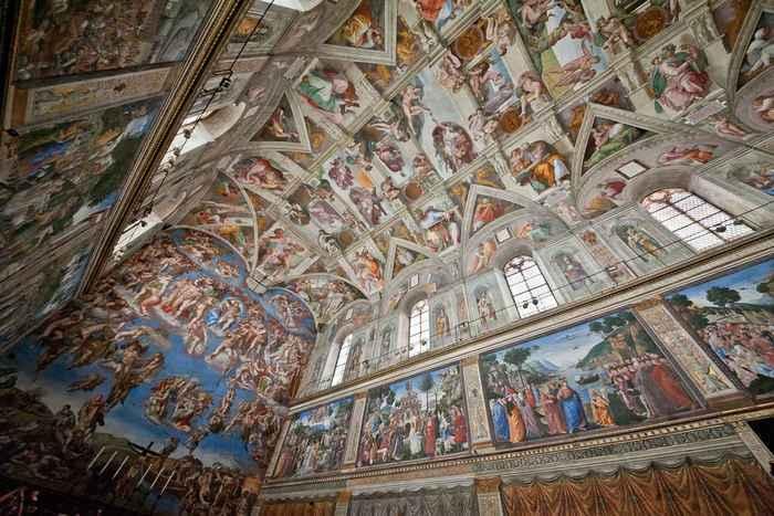 Vista de los frescos de la Capilla Sixtina de Miguel Ángel