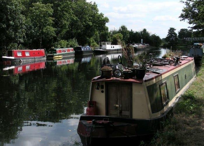 Barcazas en el río